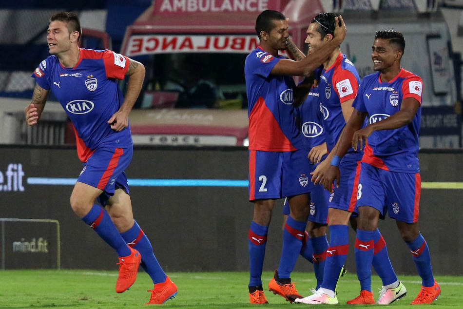 Isl Bengaluru Fc Seal Top Spot With 3 0 Win Over Fc Goa