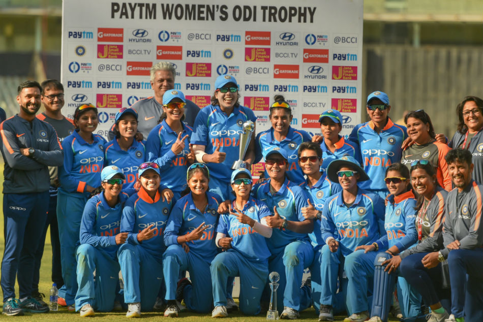3rd ODI: Katherine Brunt, Danielle Wyatt guide England women to a consolation win; India women clinch series 2-1