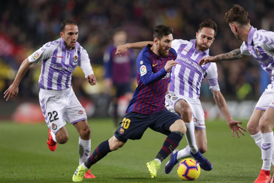 La Liga Messi Penalty Lifts Barca As Griezmann Eclipses Torres