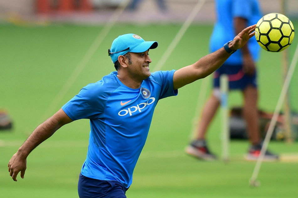 Watch Ms Dhoni Runs Away As Yuzvendra Chahal Asks Him To Debut At Chahal Tv