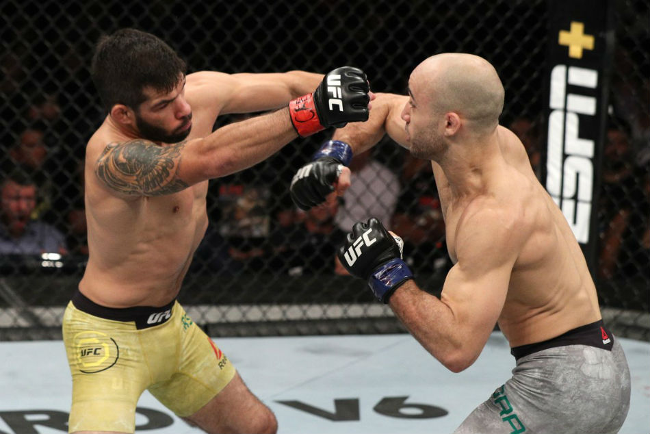 Marlon Moraes (right) avenged his UFC debut loss against Raphael Assuncao (Image Courtesy: UFC Twitter)