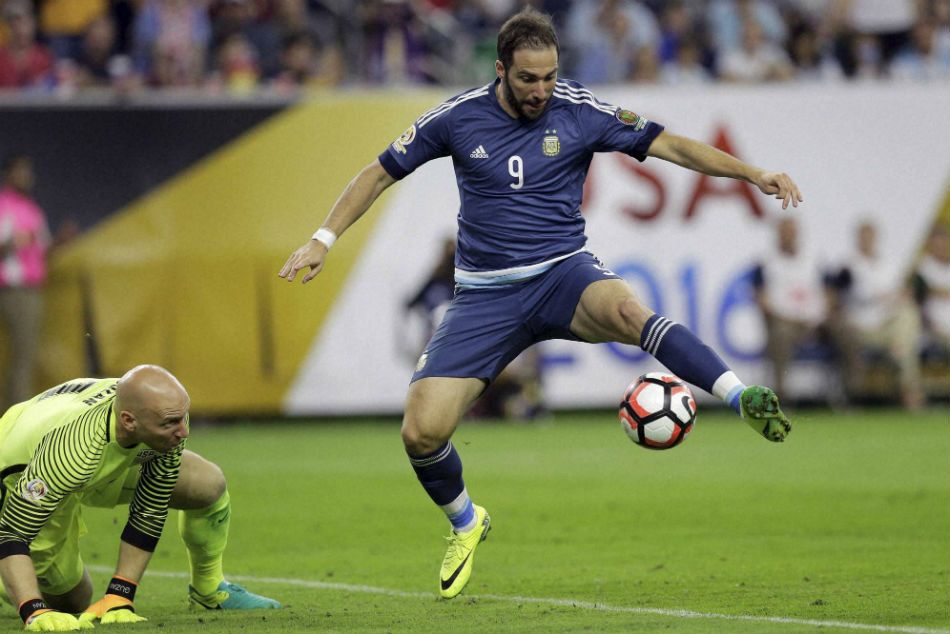 Gonzalo Higuain Could Return Juventus As Chelsea Consider Cutting Loan Short
