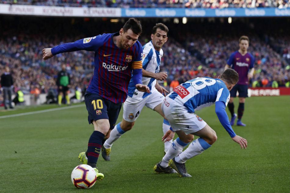 La Liga Messi Magic Keeps Barcelona 10 Points Clear As Atletico Thrash Alvaves