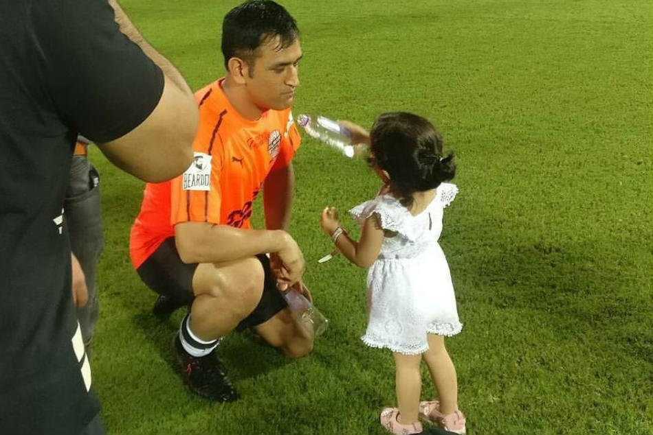 Ipl 2019 Ms Dhoni Tests Language Lessons Daughter Ziva Watch