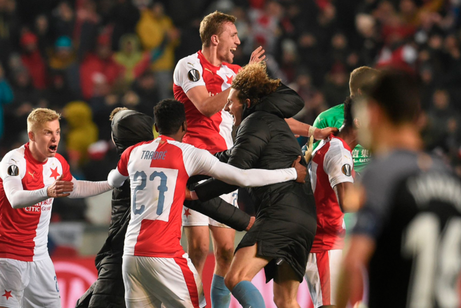 Slavia Prague came from behind in extra time to win the second leg 4-3