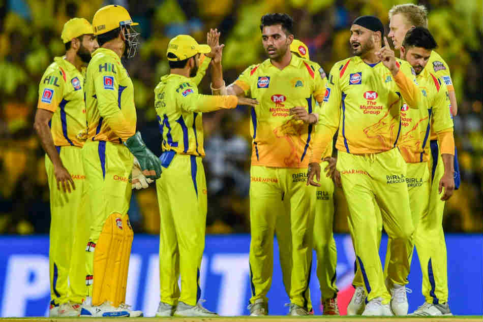 Chennai Super Kings look to maintain top spot