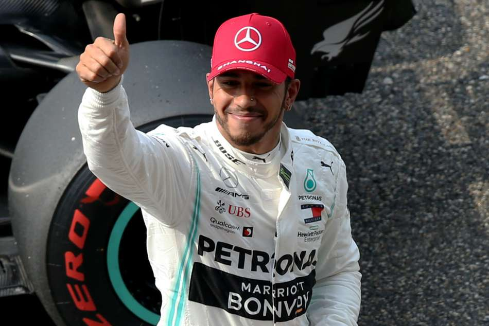Lewis Hamilton Mercedes Fighting Car Much Happier Chinese Gp Qualifying