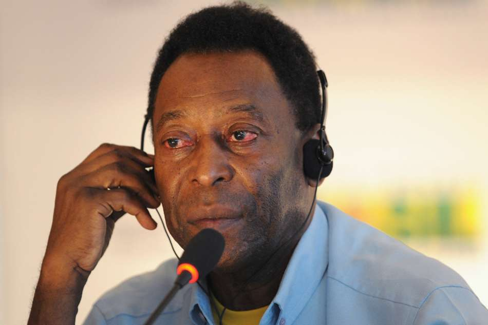 Pele Continues Recovery In Paris Hospital