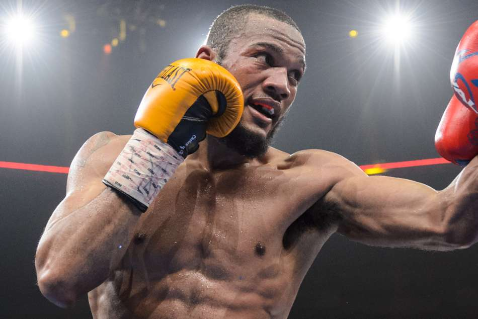 Williams Upsets Hurd To Win Light Middleweight Titles