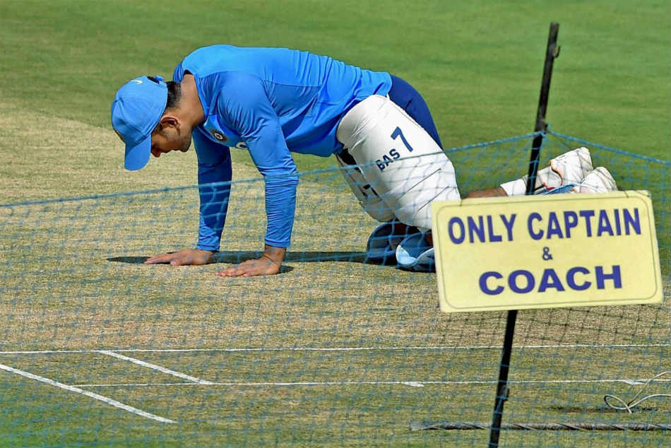 Ms Dhoni Suggested A Fine Of Rs 10 000 For The Latecomers In Team India Paddy Upton