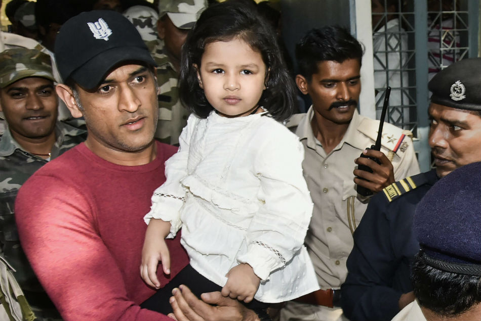 MS Dhoni flies to Ranchi to caste his vote, uploads video with daughter Ziva to urge fans to use their power