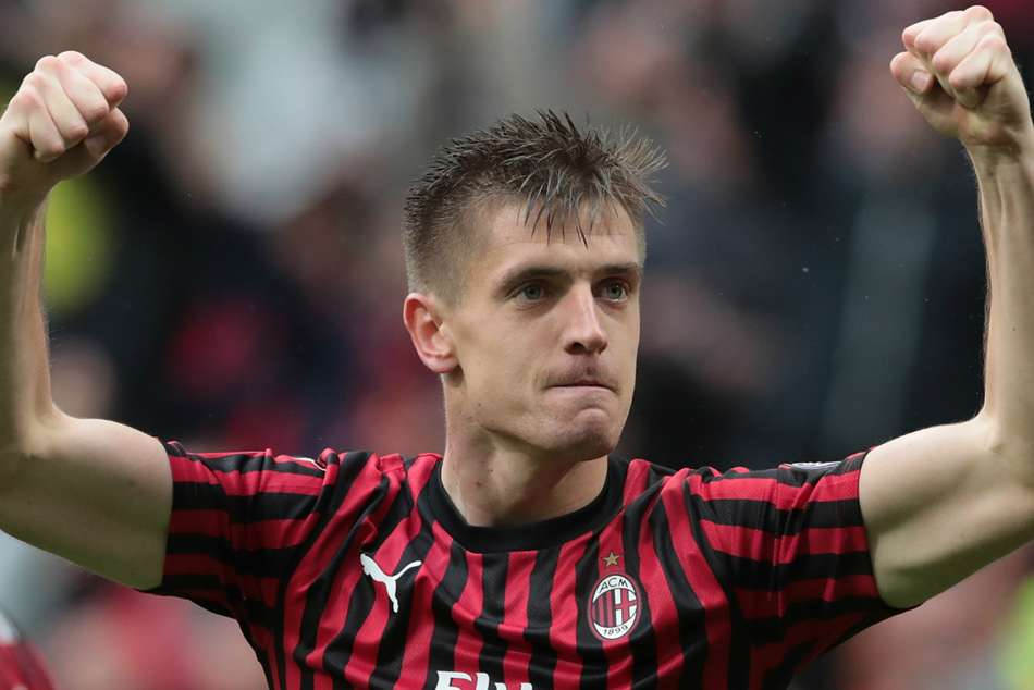 AC Milan 2 Frosinone 0: Piatek and Suso keep top-four hopes intact