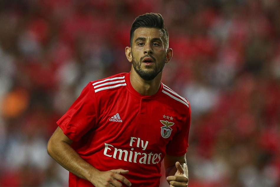 Pizzi Signs New Deal With Benfica