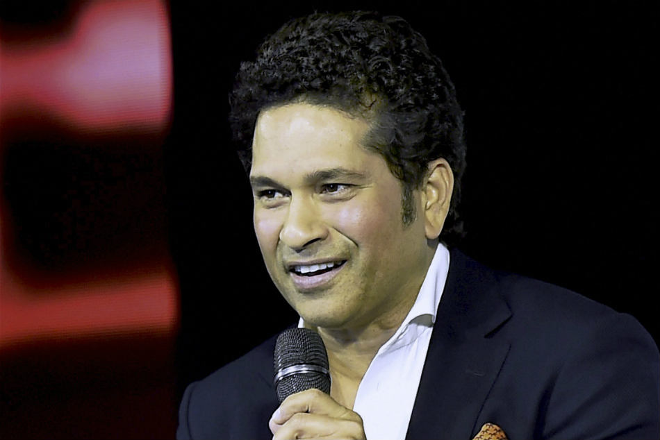 Tendulkar steals show with witty remark to ICCs troll