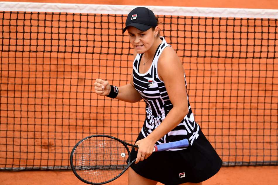 Ashleigh Barty battles past Amanda Anisimova to reach French Open final