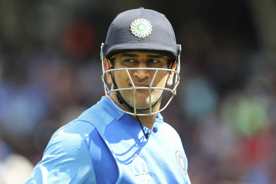 Icc Wc 2019 Ms Dhoni Standing Up Against The Storm Surge