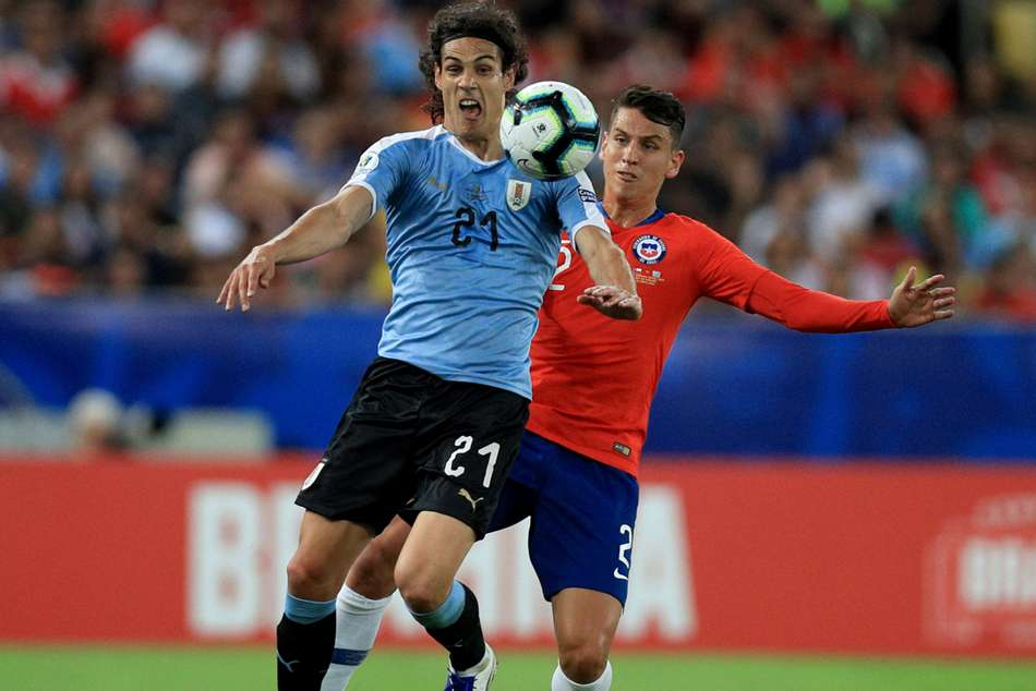 Chile 0 Uruguay 1 Cavani Header Snatches Top Spot In Group C