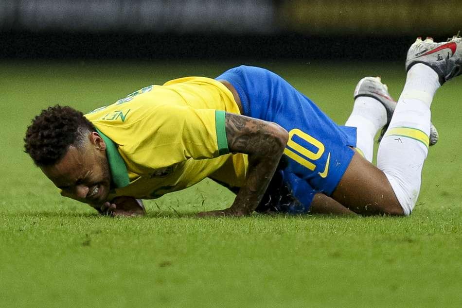 Neymar Assessed Psg Ankle Injury Brazil