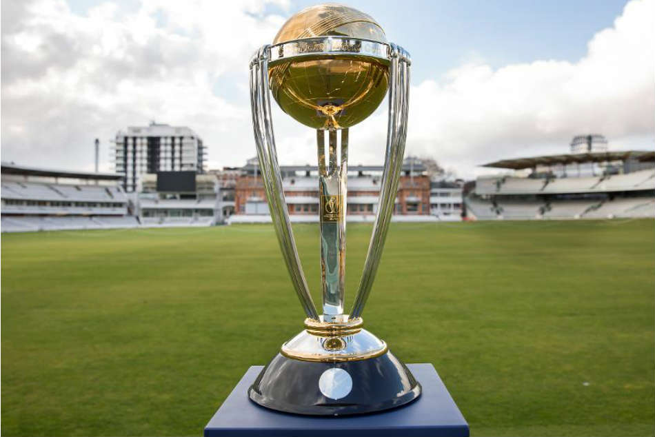 Icc World Cup 2019 Former Great Or British Royal Likely To Give Away World Cup Trophy