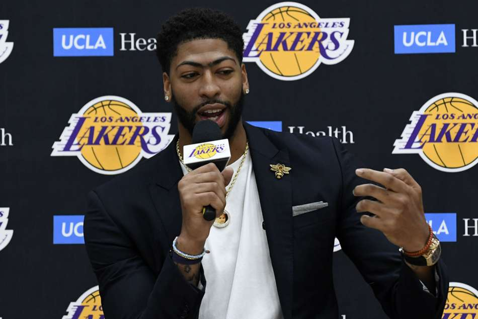Anthony Davis makes no mistake with first pitch at Dodger Stadium