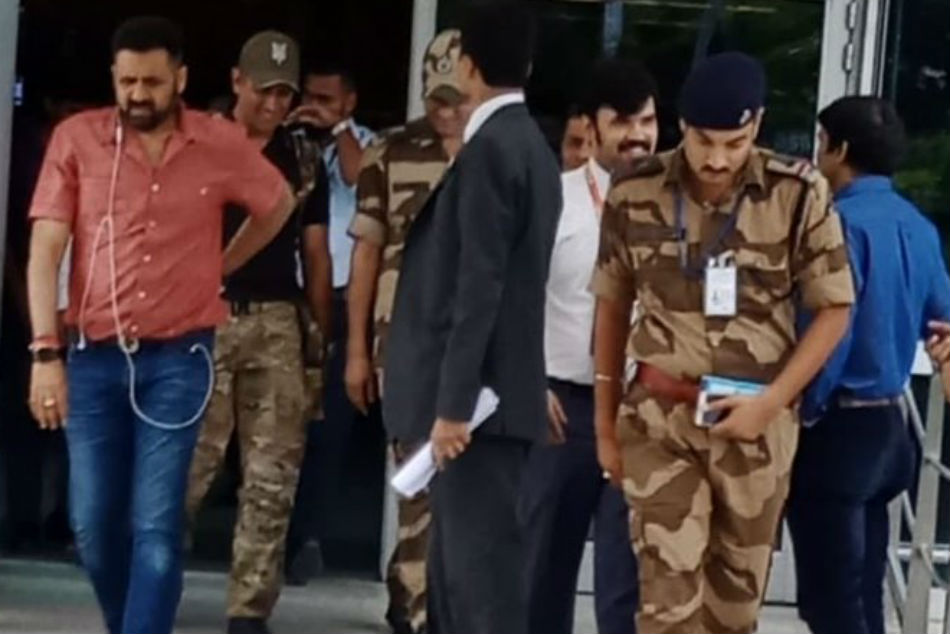 MS Dhoni returns after completing his stint with Indian Army, reunites with daughter Ziva: See pics