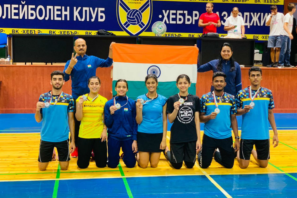 Junior National Coach Sanjay Mishra along with the medalists (Image Courtesy: BAI Media)