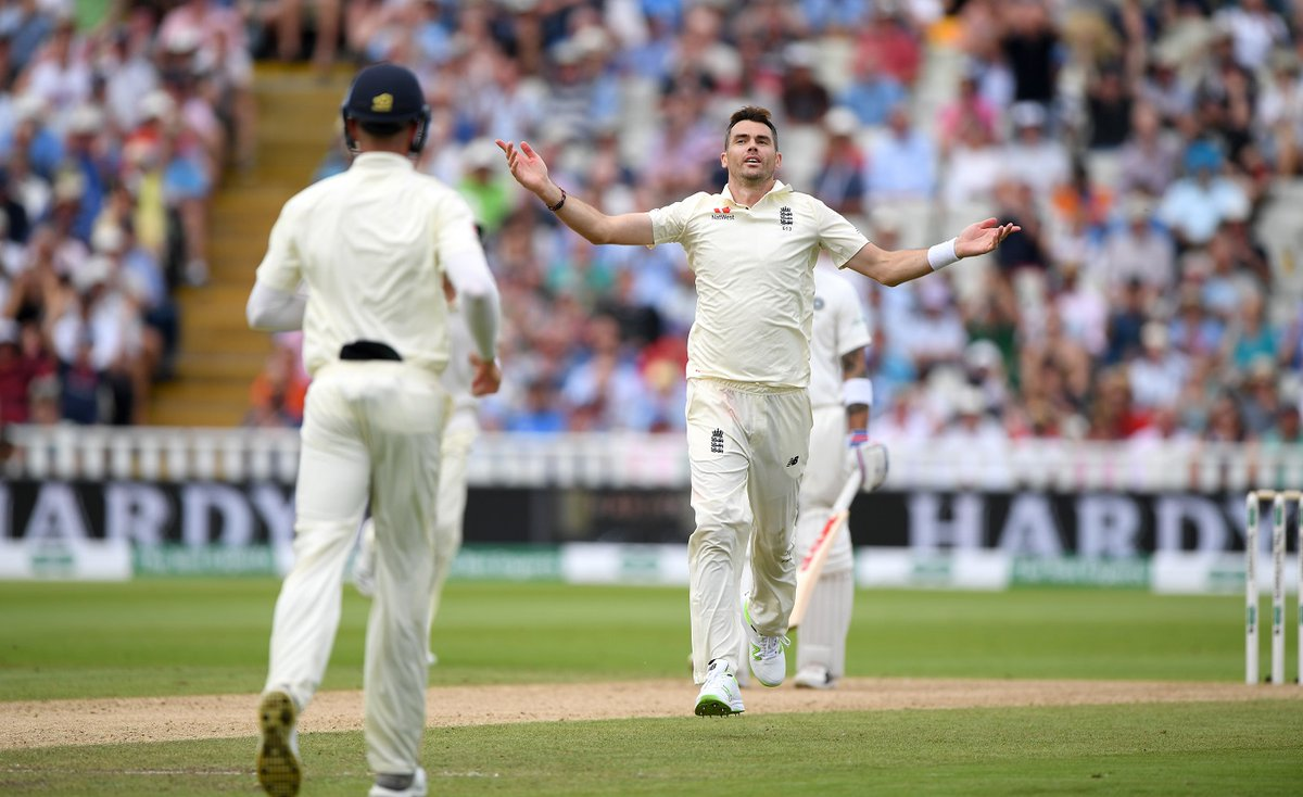 Ashes 2019: Anderson gives England injury scare