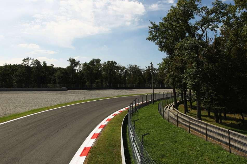 F3 Driver Crash Taken Hospital Alex Peroni Campos Racing Delays Fp3 For Formula One