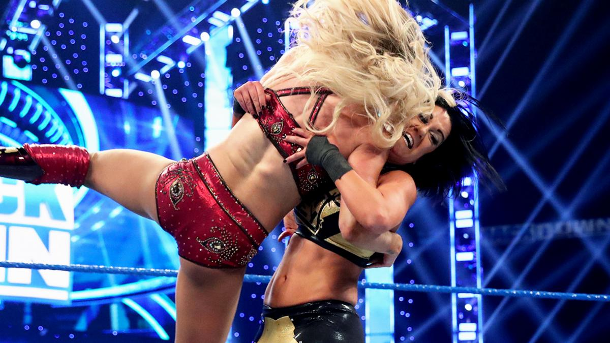 Bayley vs. Charlotte was the main event of SmackDown (image courtesy WWE.com)