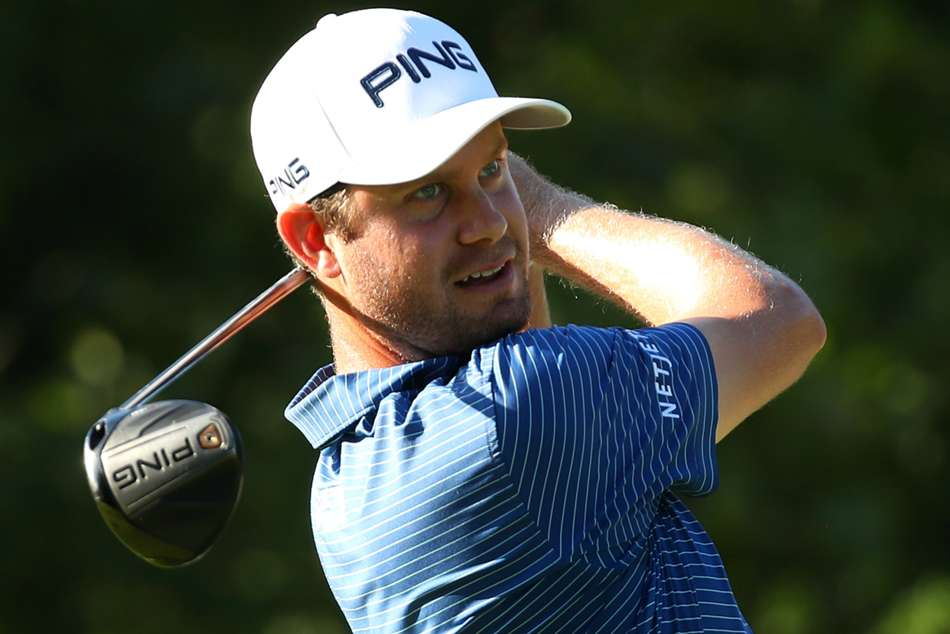 English leads Mayakoba, Henley penalised with eight-stroke penalty