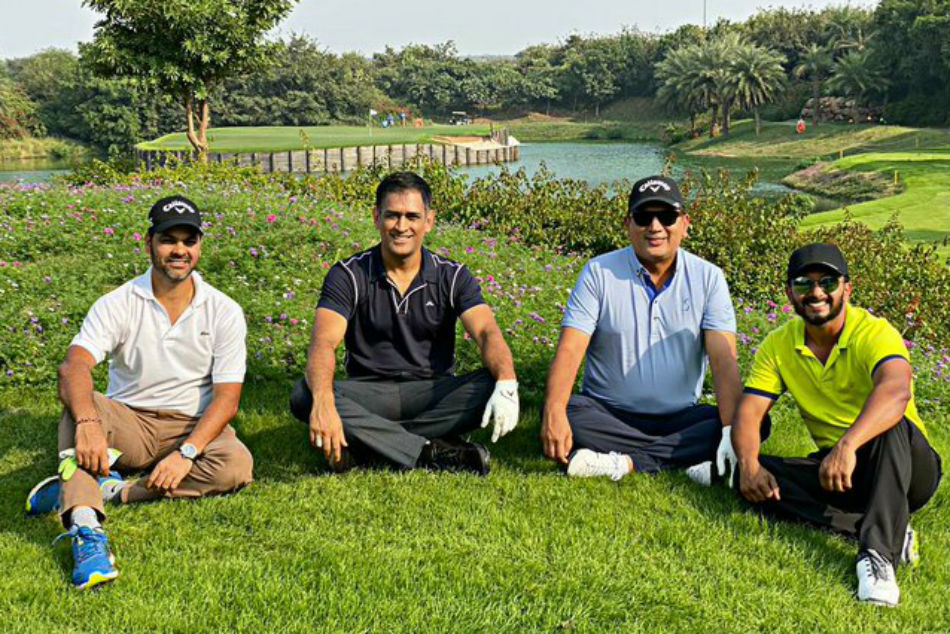 MS Dhoni plays golf with Kedar Jadhav, RP Singh amidst talks about his Team India comeback