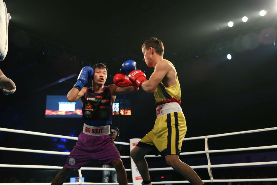 NE Rhinos Laldin Mawia(L) in action against Odisha Warriors Jasurbek Latipov on Day 8 of the Big Bout Indian Boxing League