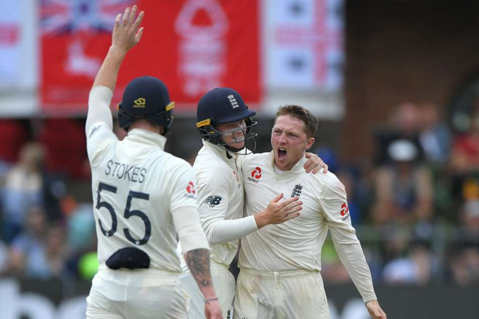 South Africa vs England: De Kock and rain hold up England after Bess five-for