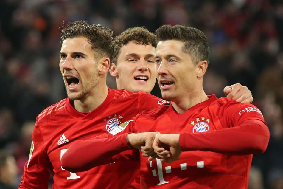Bayern Munich 5-0 Schalke: Rampant win sees Bundesliga champions close the gap