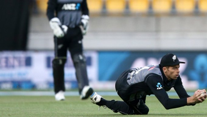 India vs New Zealand: Mitchell Santner takes a stunning catch to dismiss Virat Kohli, leaves India captain shocked