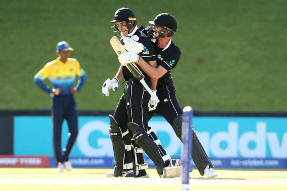 New Zealand batsmen celebrate after scoring the winning run against Sri Lanka (Image Courtesy: Twitter)