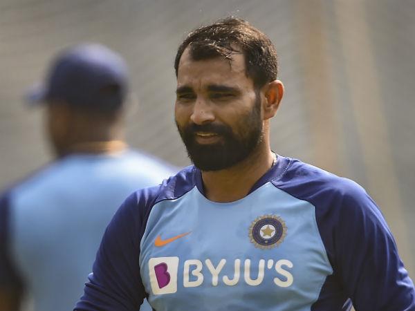 Warner, Finch star as Australia crush India in 1st ODI