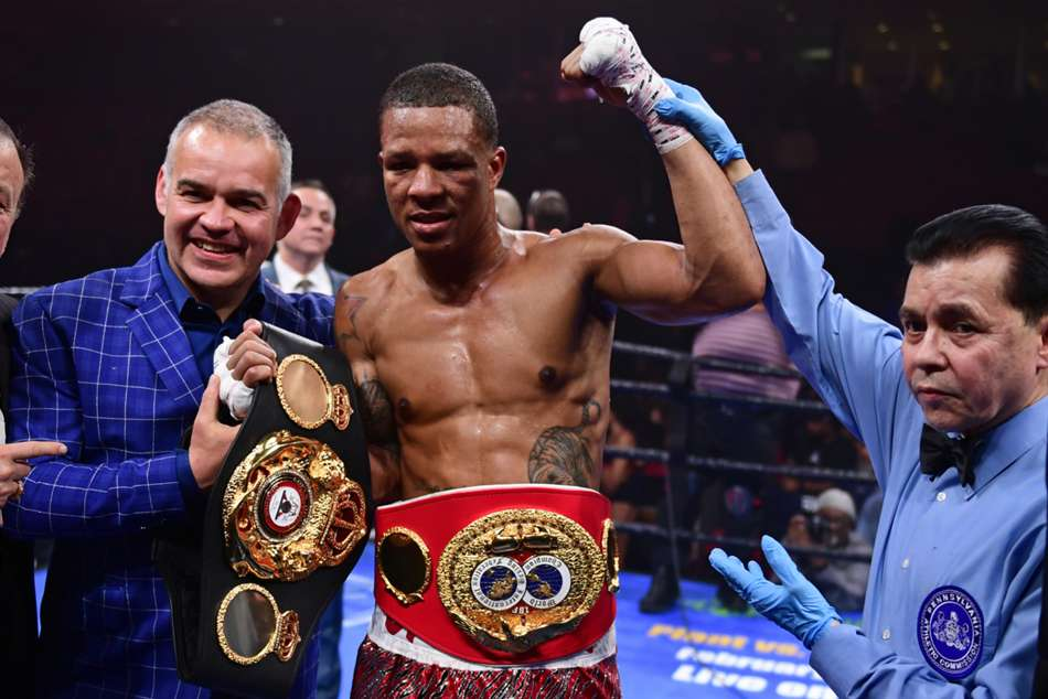 Rosario becomes unified champion with Williams upset