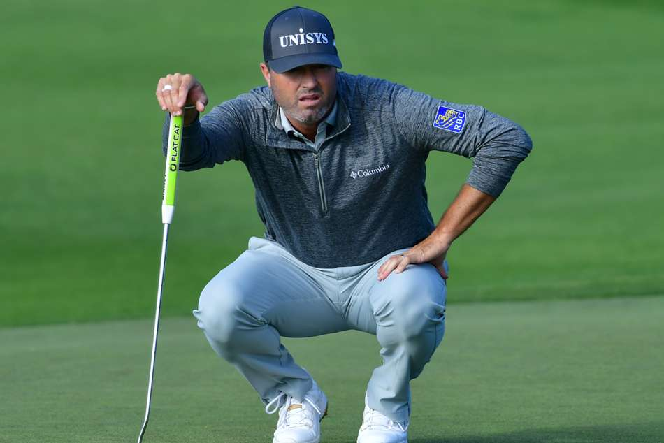 Palmer takes control with 62 as Tiger, McIlroy battle