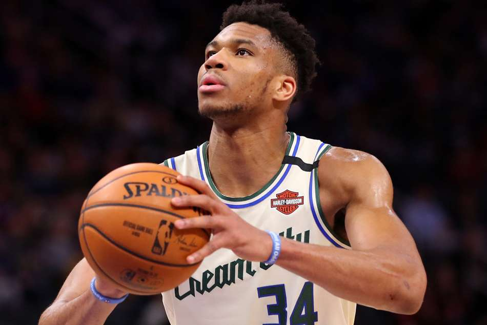 NBA wrap: Antetokounmpo stars for Bucks, Rockets crush Warriors