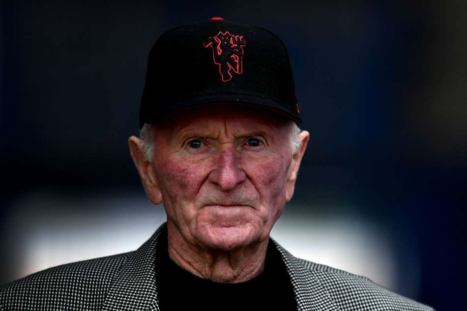Former Man Utd keeper and Munich air disaster survivor Harry Gregg dies aged 87