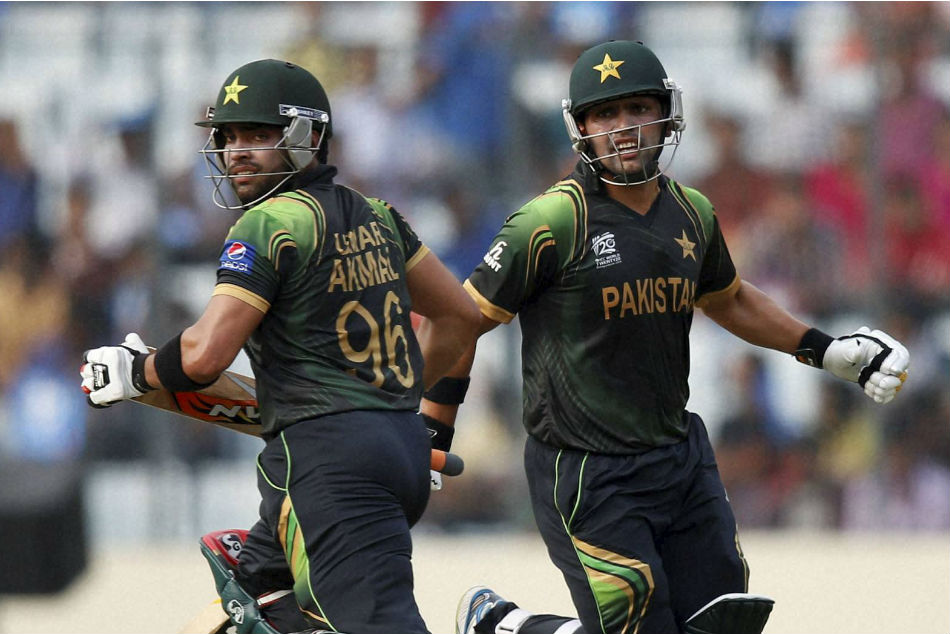 Kamran Akmal (right) defends Umar Akmal after latest controversy