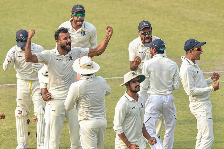 Bengal players celebrate R Samarths dismissal