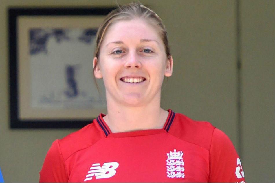 England captain Heather Knight joins NHS as volunteer to battle coronavirus pandemic