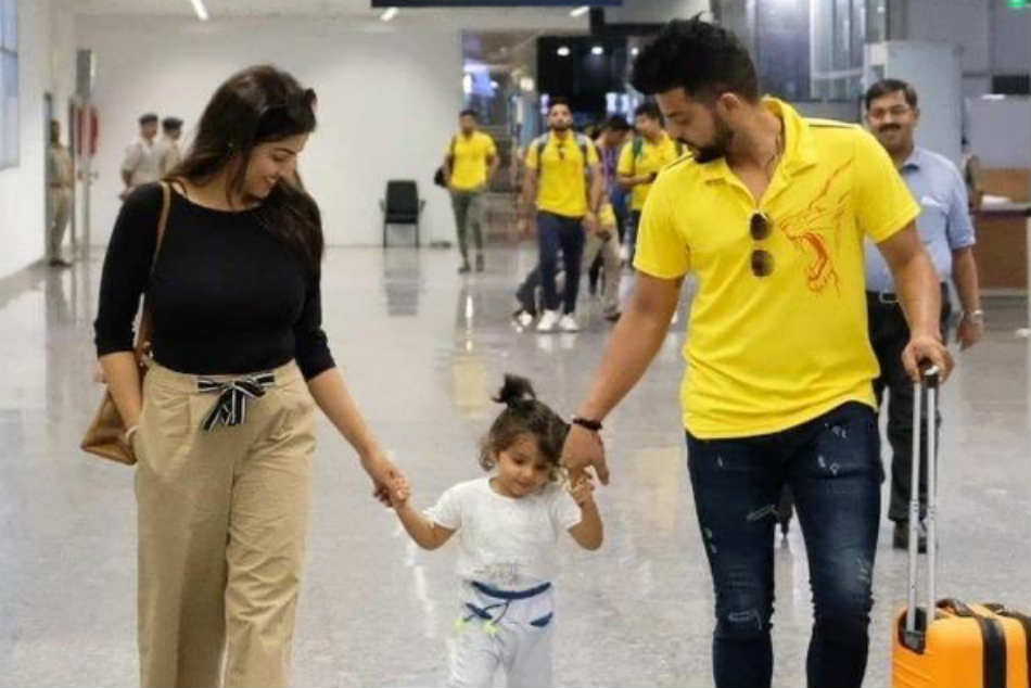Suresh Raina Kids / Suresh Raina Gets His Wife Priyanka ...