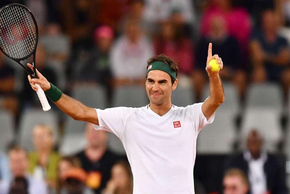Roger Federer Observes Social Distancing Tennis Trick Shots Snow