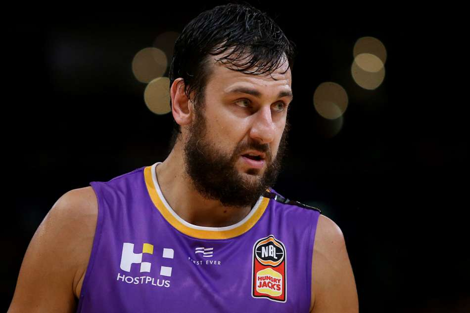 Andrew Bogut leaves Sydney Kings, not retired yet