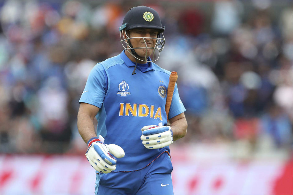 MS Dhoni's childhood coach makes big statement as #DhoniRetires and #DhoniNeverTires trend on Twitter