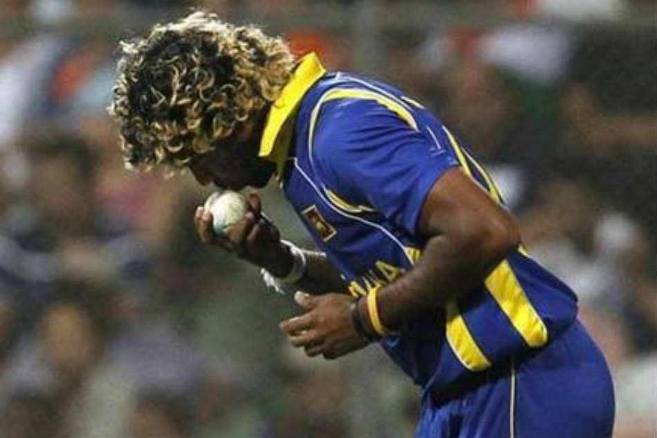 Sachin Tendulkar asks Lasith Malinga to keep away from 'kissing the ball' routine