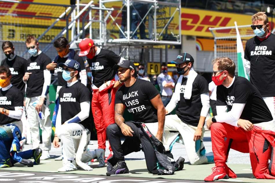 Hamilton among 14 F1 drivers to take a knee